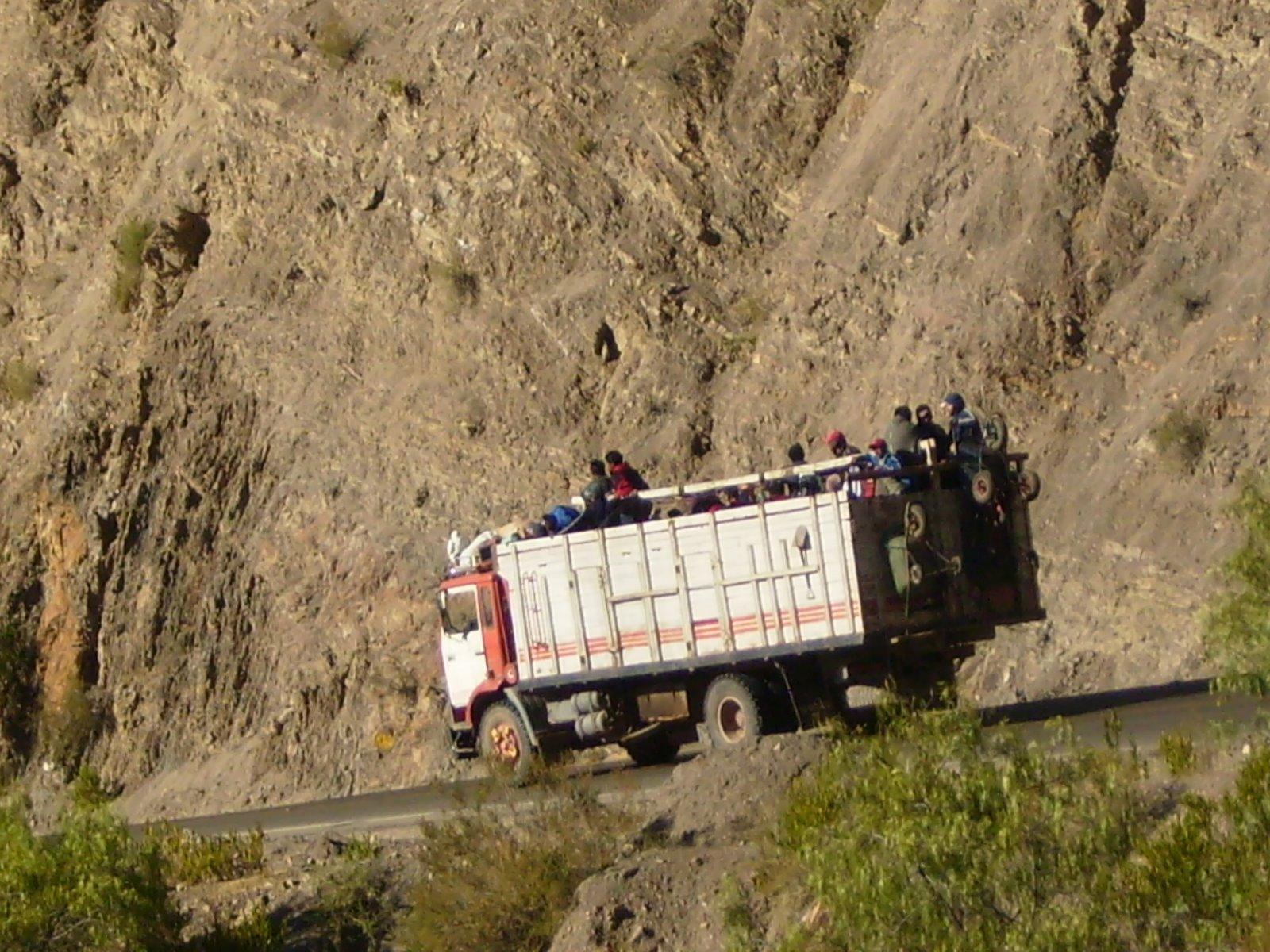 hahahaha um dos transportes mais comuns de la eheh